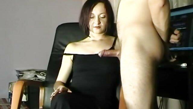 فتاة مع شعر كس هزات افلام سكس مجانية اجنبية على الديك من صديقها