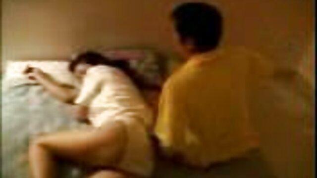 جميلة سيكس اجنبي مجاني قرب ، كومة على صديقته على الطاولة بعنف مارس الجنس في كس