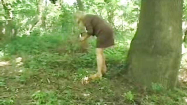 شقراء امرأة شابة relishly مقاطع سكس اجنبي مجانا مص لها ناضجة قرب في الهواء الطلق