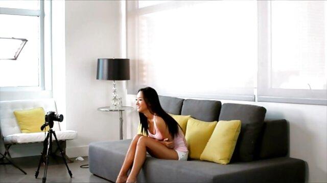 لطيف افلام سكس اجنبى مجانى في سن المراهقة امرأة سمراء اللسان على الكاميرا