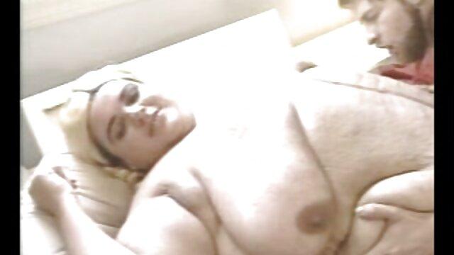 امرأة سمراء الساخنة الدفعات ضخمة المطاط افلام سكس مجانية اجنبي الديك في شق لها