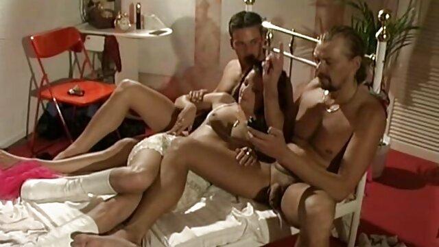 المجموعة يطرح على السرير يجعل تحميل سكس اجنبي مجاني المصور