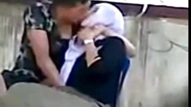 Bigtit السحاقيات ترتيب أنفسهم الجنس الساخن في الشارع سكساجنبي مجاني